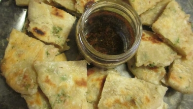 "Turkey-Parsley ""chinese"" Pancakes and Dipping Sauce"