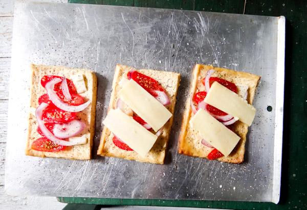 tofu mozzarella cheese tomato pizza