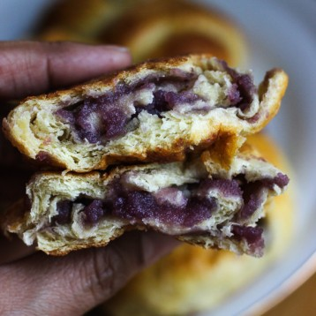Quick Pan de Ube (Purple Yam Bread Roll)
