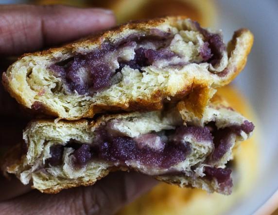Quick Pan de Ube (Purple Yam Bread Roll)