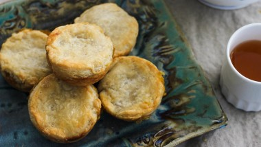 Easy Homemade Pie Crust – buttery and flaky